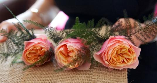 boutonniere-rose-vuvuzela-idylle