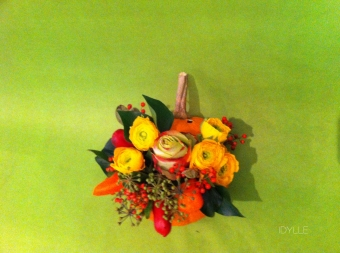 composition-halloween-floral-renoncule-idylle